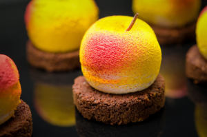 Фуд фотосессия кондитерских товаров - персик